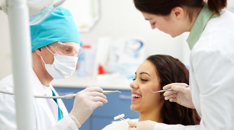 Dentista é reconhecido como empregado da clínica