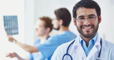Omie para profissionais da saúde com prontuário eletrônico